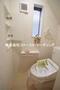 シャンプードレッサー付の機能性に優れた洗面化粧台 ハブラシやはみがき粉も三面鏡収納にすっきり片付く棚手箱。目地がないカウンターボール お掃除しやすいレバー&シャワーベッド! |富士見市水子第20の家 全3邸 2号棟(富士見市新築一戸建て)