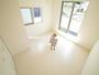 バルコニー直結の明るい洋室 ベットやデスクを置いてもゆったりとした住空間です!(5月6日)撮影 清瀬市下宿の家 全5邸 3号棟 (清瀬市新築一戸建て)