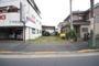 ・前面道路は秋川街道で幅員約14m、陽当り良好 ・土地面積68.04m2、建ぺい率60%、容積率200% ・周辺は緑豊かな環境で、小学校やスーパー・ドラッグストアなど徒歩10分圏内にあります。