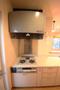 ガスコンロは3口あり、たくさんの料理を同時に作ることができそうですね。 収納が多くあり、スッキリとしたキッチンにできます。